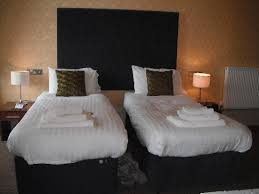 The Salisbury Hotel: Twin beds (king size bed upon request)