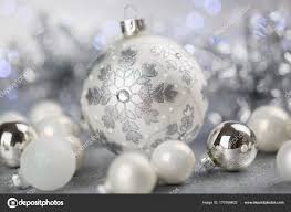 Weiß Und Silber Christbaumschmuck Stockfoto Nilswey