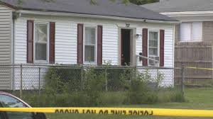 Naked neighbor enters home, gunned down by homeowners