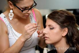 professional makeup artist courses available in delhi prehensive
