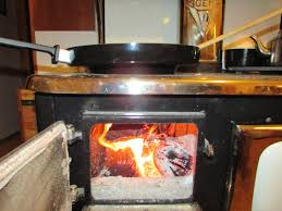 the wok resting in the eye directly above the firebox with a hot fire built directly below it