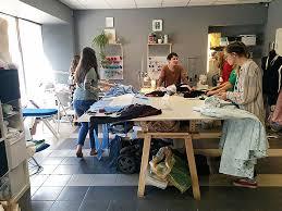 Курсы портной модельер закройщик Обучение в школе швейного дела Вы сможете шить юбки брюки платья на основе лекала