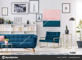 Moderne Blaue Couch Mezzanine Depositphotos Moderne Wohnzimmer Interieur Mit Blaue Couch Sessel Goldenen Tischen Und Stockfoto