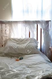 Ein Einfaches Schlafzimmer Unter Umgebungslicht Aus Dem Fenster