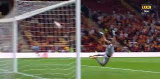 Galatasaray Lazio maçında Olimpiu Morutan'ın şutu direkte patladı! İşte o  pozisyon (GS spor haberi) - Fotomaç