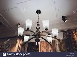 Luxus Teuer Kronleuchter Hängt Unter Der Decke Im Palast