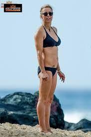 Tea Leoni Takes Fit Body To Barbados Beach - Hollywood Pipeline