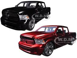 dodge trucks 2014 black. 2014 dodge ram 1500 custom edition pickup truck black u0026 red 2 trucks set 124 diecast l