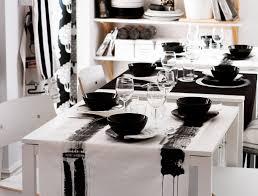 Kreativ Tafeln An MELLTORP Tischen In Weiß Gedeckt Mit DITTE Meterware In  Weiß Und In Schwarz