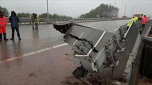В мосту над Броварским проспектом в Киеве образовался провал - Цензор.НЕТ 6332