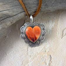 spiny oyster heart necklace zoom