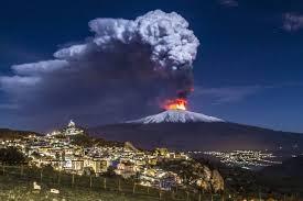 Risultato immagini per immagini dell'etna che esplode
