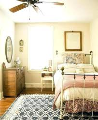 how to arrange a small bedroom with a queen bed small bedroom with queen bed how