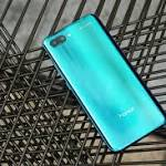 The New Honor 10 Glistens in the Sunlight, and has a Camera that Sparkles