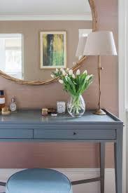 11 Fashionable Bedroom Vanities