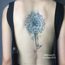 татуировка на спине у девушки цветок фото рисунки эскизы