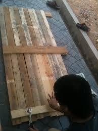 sliding barn door using wood pallet