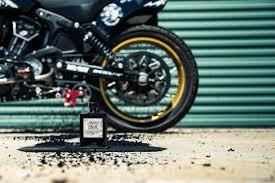 Motocyklová Značka Vyrobila Tetovací Inkoust Pomocí Motorky Insight