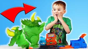 Хот Вилс Динозавр атакует город машинок! Новый игровой ...