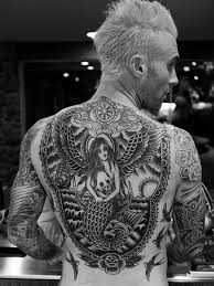 Popular Judge on The Voice Reveals Giant Tattoo on His Back That.