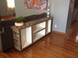 We love the alternating wood stains in this upcycled sofa table. Check out pallet  repurposing