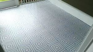 laying vinyl tile