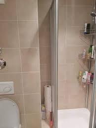 Über fußböden ohne dämmung kann im winter viel wärme entweichen. Losung Fur Spalt Zwischen Dusche Und Wand Bad Badezimmer Regal