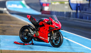 2019 ducati panigale v4 r review