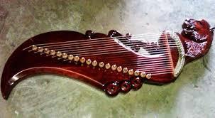 Alat musik sebenarnya terbagi menjadi berbagai macam jenis menurut fungsinya, seperti yang sudah dibahas di atas alat musik yang terbagi menurut fungsinya ada 3 yaitu alat musik ritmis, melodis dan juga harmonis. Pengertian Dan 16 Contoh Alat Musik Harmonis Tradisional Dan Modern Silontong
