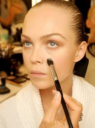 use mugeek vidalondon woman applying foundation with brush makeup artists alike swatches beauty s are now ing out