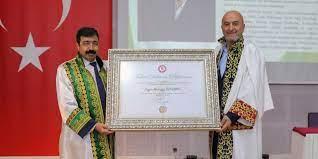 Binlerce gencin evlenmesine Konya'dan büyük katkılar sağlayan Mehir Vakfı  Başkanı Mustafa Özdemir'e fahri doktora ünvanı