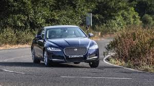 Mimo niewielkich różnic w wyglądzie pojazdu od pierwszej generacji, auto zaprojektowane zostało od podstaw. 2018 Jaguar Xf First Drive Review Carwale