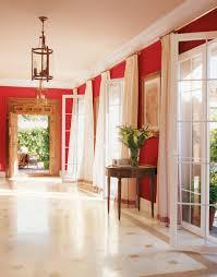 pasillo con paredes rojo frambuesa rojo frambuesa