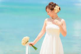 ビーチフォトウェディングの髪型をチェックヘアスタイル実例50選沖縄