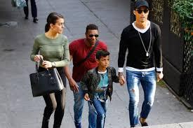 Cristiano Ronaldo sevgilisiyle alışverişe çıktı