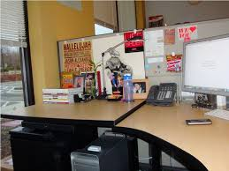 Ways To Decorate Your Cubicle Cubicle Decor From Fluorescent Lights Modern Office Cubicles