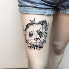 фото тату панды в стиле геометрия на бедре девушки фото рисунки