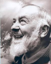 Les Bénédictions de Padre Pio, en Pensées, en Paroles et en Actions (Vidéo) - Page 2 Images?q=tbn:ANd9GcS1cPlC7sBLDRopQSVVkEFycs5K7P6EWLkFEyEHdBilHxQx2zOzIQ