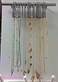 Pull and hooks necklace storage hertoolbelt
