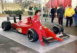 """F1 Haberler on Twitter: """"Japonya'da pole pozisyonunun sahibi olan Ayrton  Senna, yarıştan önce pole pozisyonunun başlangıç konumunun değiştirilmesi  gerektiğini çünkü en hızlı pilotun pistin temiz tarafında olması  gerektiğini belirtiyordu. Ancak FIA başkanı"""