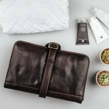 the pratello luxury leather hanging toiletry bag