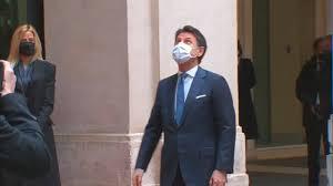 Governo, Giuseppe Conte lascia palazzo Chigi tra tanti applausi e  commozione - VIDEO