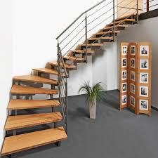 Aber auch varianten mit schlichten flachstahlwangen oder platz sparende spindeltreppen auf engstem raum gefallen durch den reizvollen materialmix von kühlem. Stahlholz Treppen