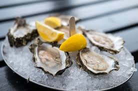 oyster with ice and lemon