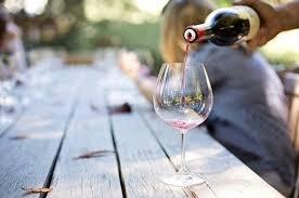 Нарколог рассказал об опасности «<b>бокала вина</b> за <b>ужином</b>» для ...