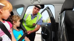 <b>Адаптер ремня безопасности</b> запрещен для детей старше семи ...