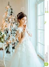 Bruid Huwelijk De Bruid In Een Korte Kleding Met Kant In De Kraai