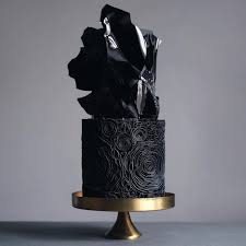 20 Dark Wedding Cakes That Add A Gothic Flair To The Special Affair