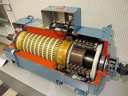 Электрический двигатель Википедия Двигатель постоянного тока в разрезе Справа расположен коллектор с щётками