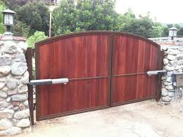 advantages of choosing wood for your automatic driveway gate